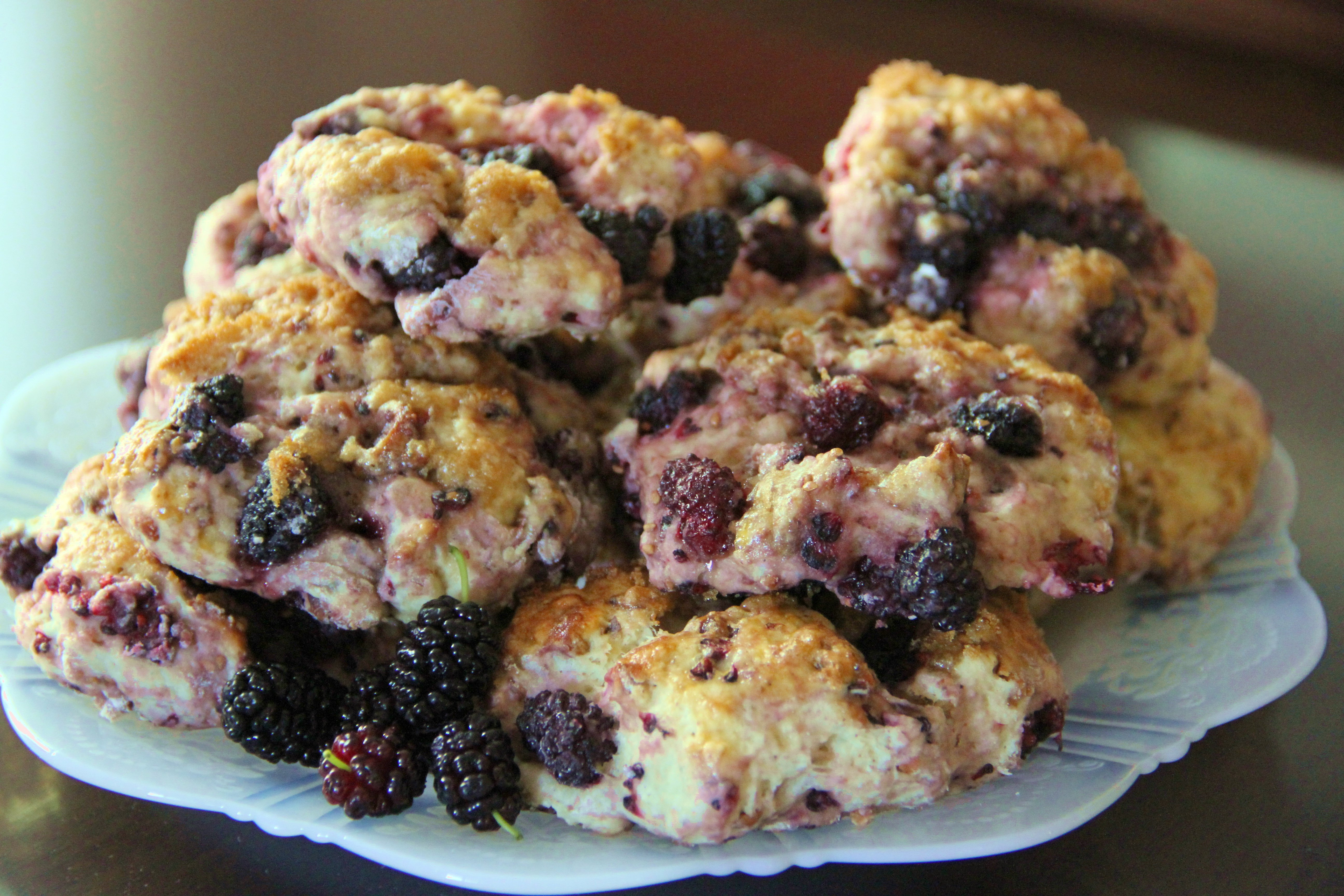 Ripe Mulberries In Cake Ideas and Designs